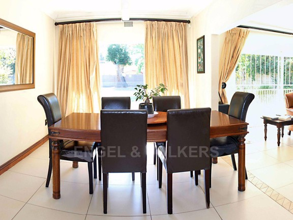 House in Waterkloof Ridge Ext - Dining Room