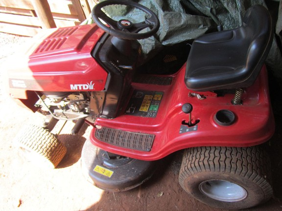 House in Hartbeespoort Dam Area - Includes Mower