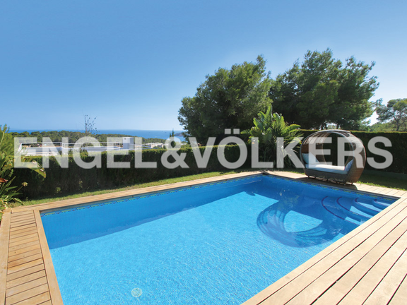 Villa in exclusive area with touristic rental licence in Can Pep Simó