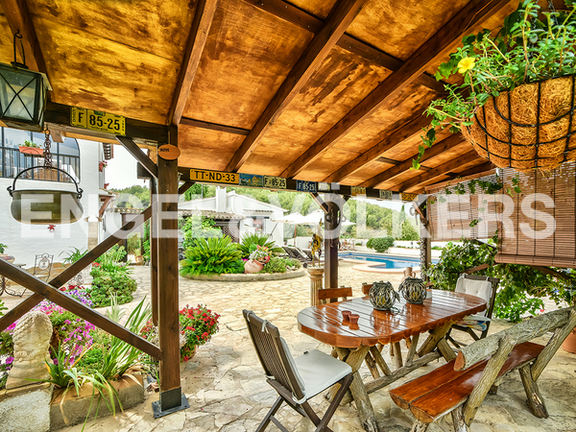 House in Surroundings - Covered outside dining area
