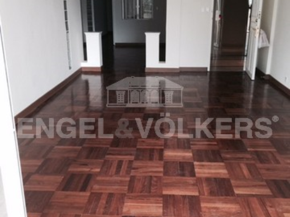 Apartment in Mid Level Central - Catalina Mansion 嘉年大廈
