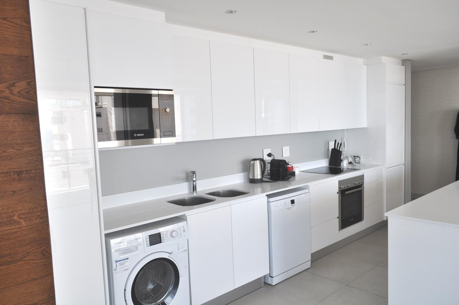 Apartment in Sea Point - Equipped Kitchen