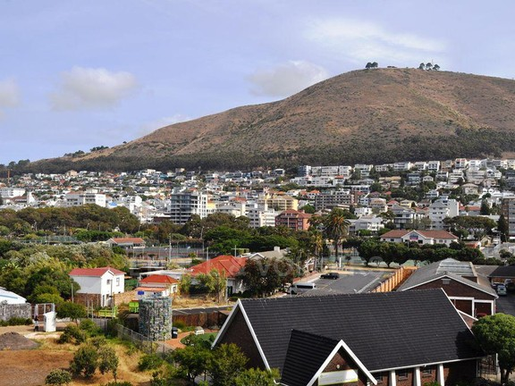 Condominium in Mouille Point - Signal Hill View