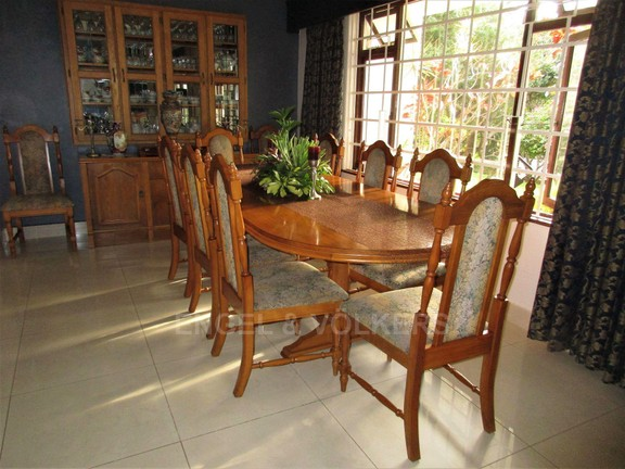 House in Uvongo - 011 - Dining Room.JPG