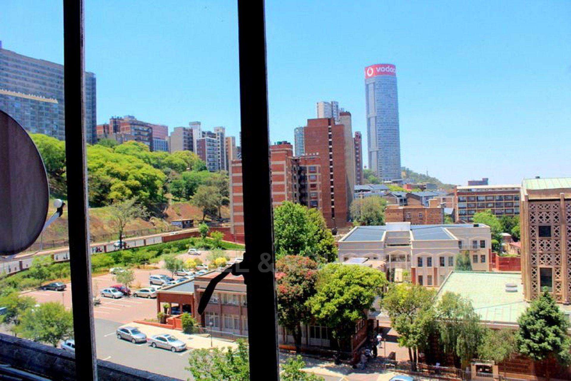 Apartment in Hillbrow - 1480431_large.jpg