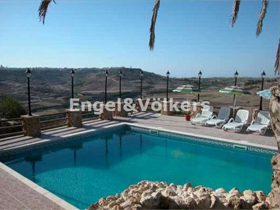 House of Character, Xaghra, Swimming Pool