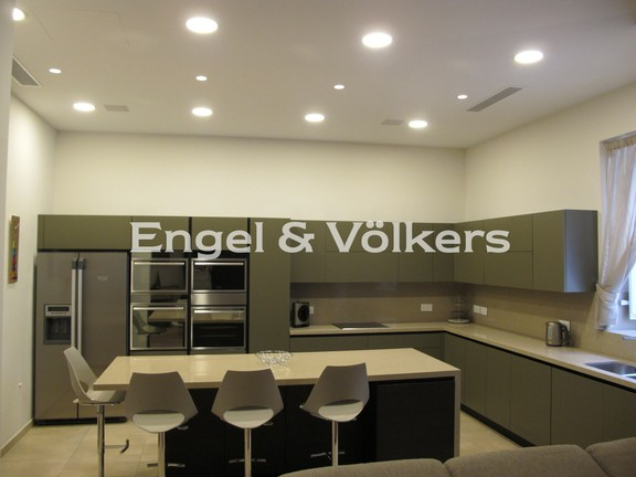 Town house, Sliema, Kitchen/Dining/Living