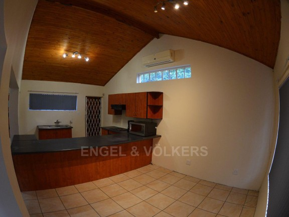 House in Waterkloof Ridge Ext - Kitchen and open Plan lounge
