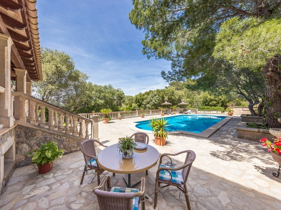 Beautiful country house in Alcudia with splendid views