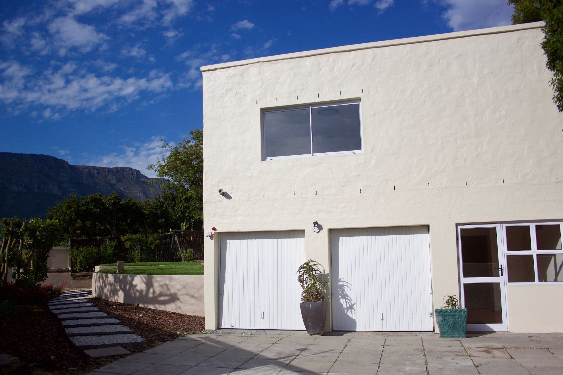 House in Hout Bay - house, garages and entrance to granny flat