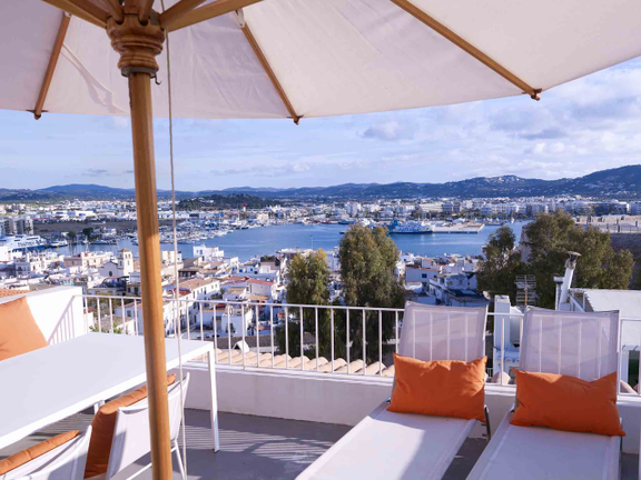 House in Ibiza - Loft-style duplex apartment with rooftop terrace in the old town Dalt Vila