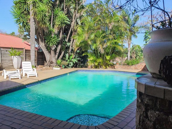 House in Vincent Heights - Sparking Pool
