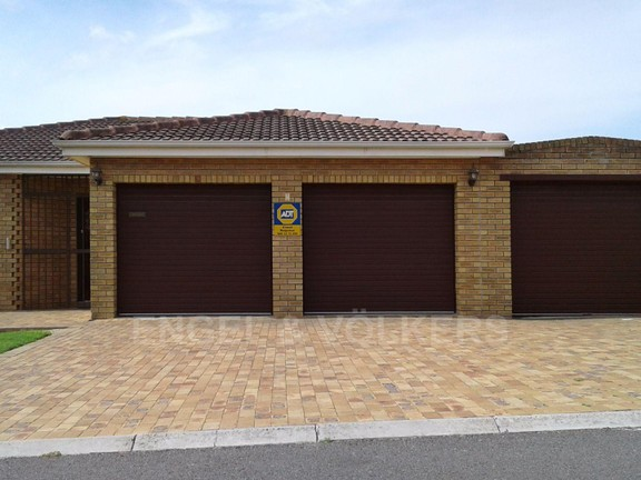 House in Sonstraal Heights - Front of house