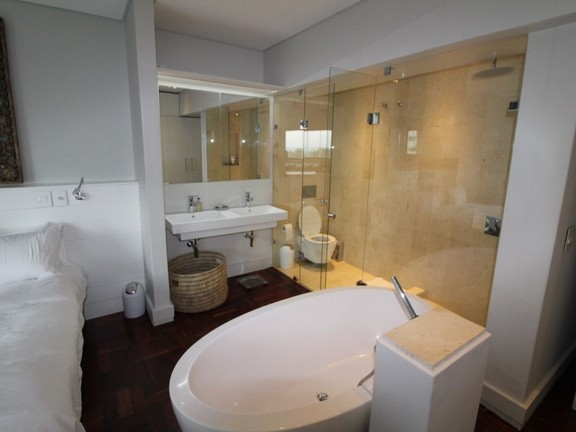 Condominium in Sea Point - En-suite