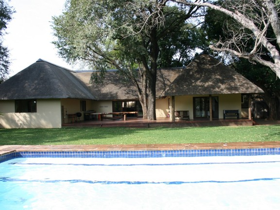 House in Blyde Wildlife Estate - view over pool