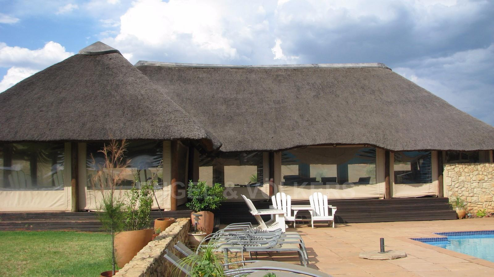 House in Melodie A/h - Thatch lapa with see through canvasses