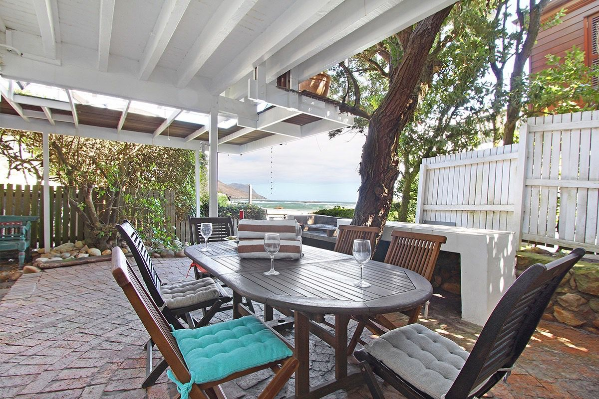 House in Camps Bay - 44.DS BEACH SIDE SEA OVER TABLE.jpg