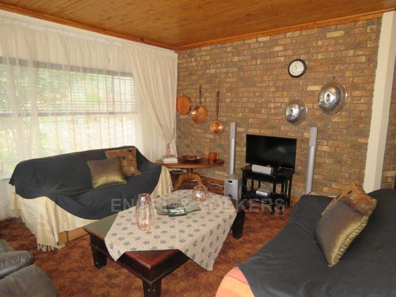 House in Schoemansville - TV room
