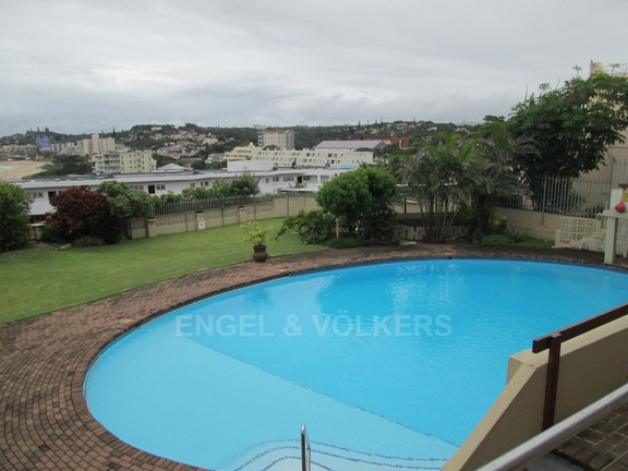 Apartment in Uvongo - 014_Swimming_pool__braai_area.JPG