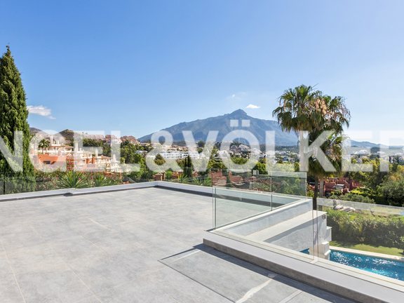 House in Marbella-Nueva Andalucía - Large roof top terrace with views over La Concha and the sea, perfect for barbeques