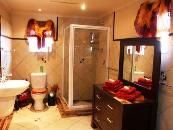House in Phalaborwa & surrounds - Bathroom 3