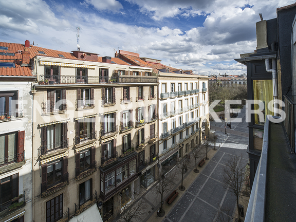 A few steps from the Guipúzcoa square and the beach of La Concha