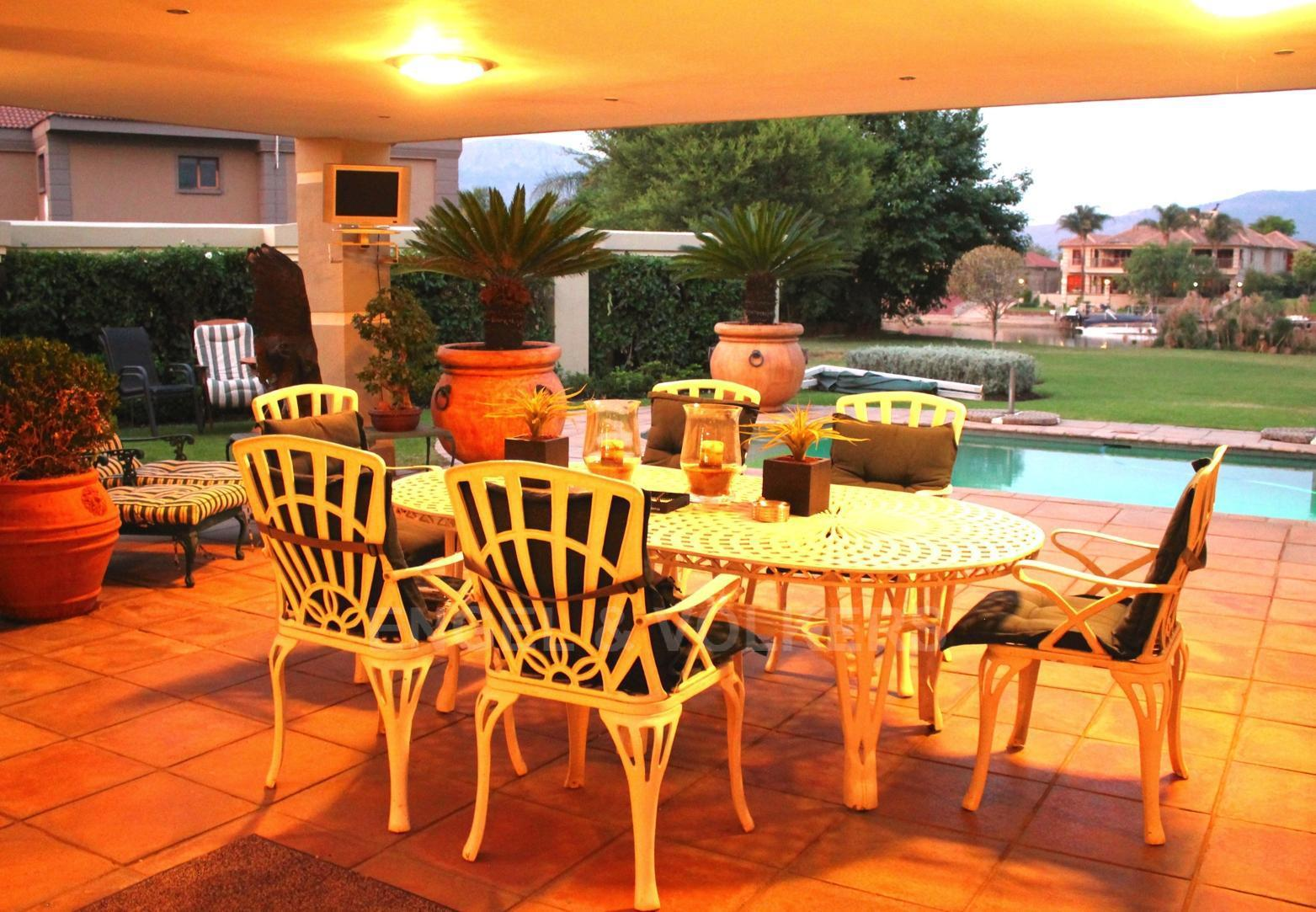 House in Westlake - Outdoor entertainment area