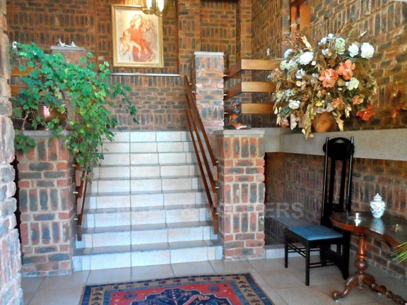 House in Waterkloof Ridge - entrance hall