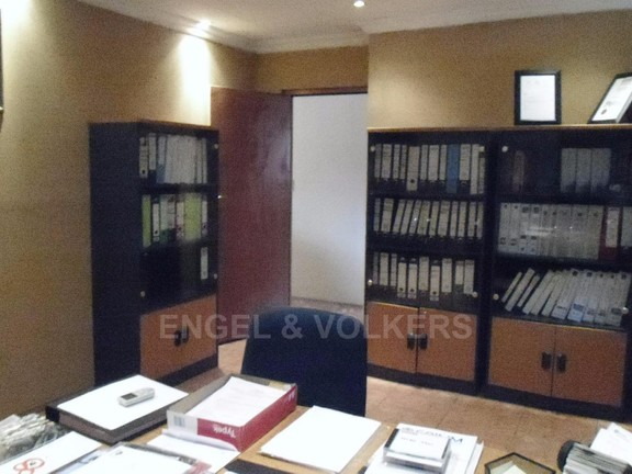 House in Ifafi - Office_2_opposite_view.JPG