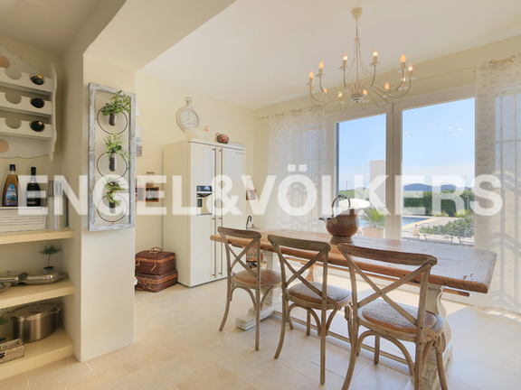 House in Sa Caleta - Dining and kitchen