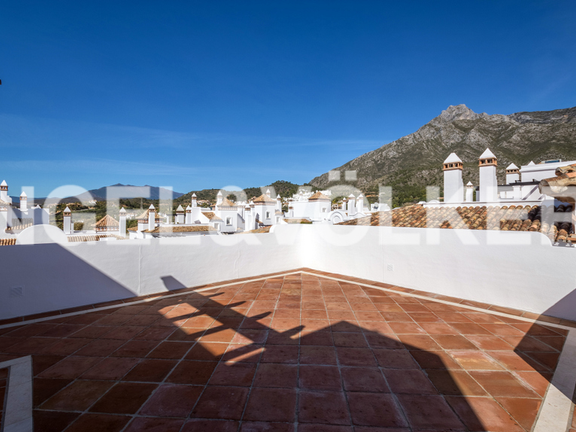 Condominium in Sierra Blanca - Apartment for sale in Columbus Hills Marbella