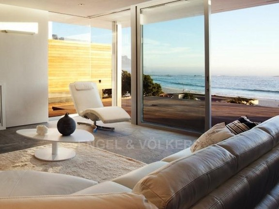 Apartment in Camps Bay - Lounge With Ocean Views