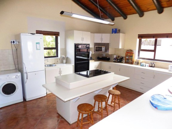 House in Santareme - Large kitchen