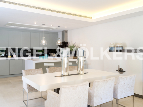 House in Marbella City - Dining Area-Kitchen