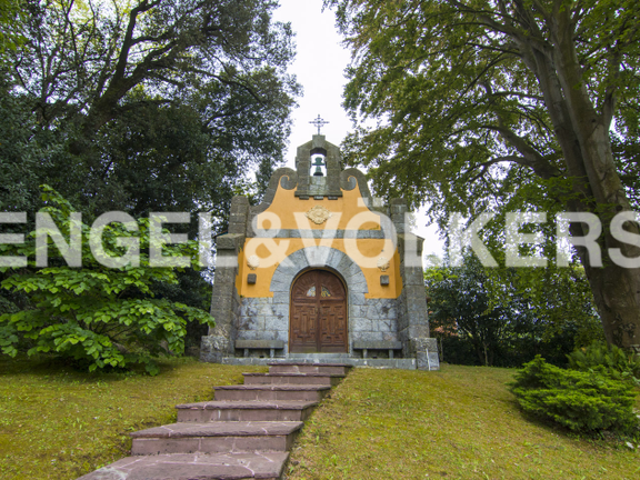 villa with garden chapel and guest home - Garden Chapel