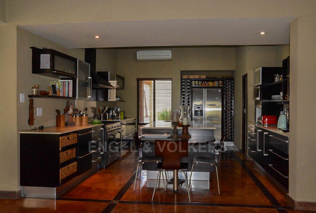 House in Phalaborwa & surrounds - Kitchen.jpg