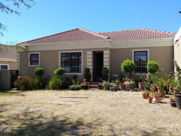 House in Langeberg Heights - View from the street
