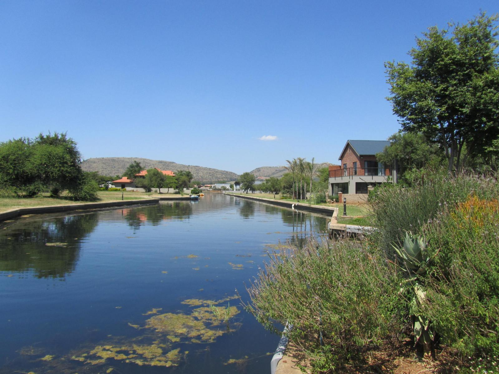 Land in The Islands - Stunning canal view