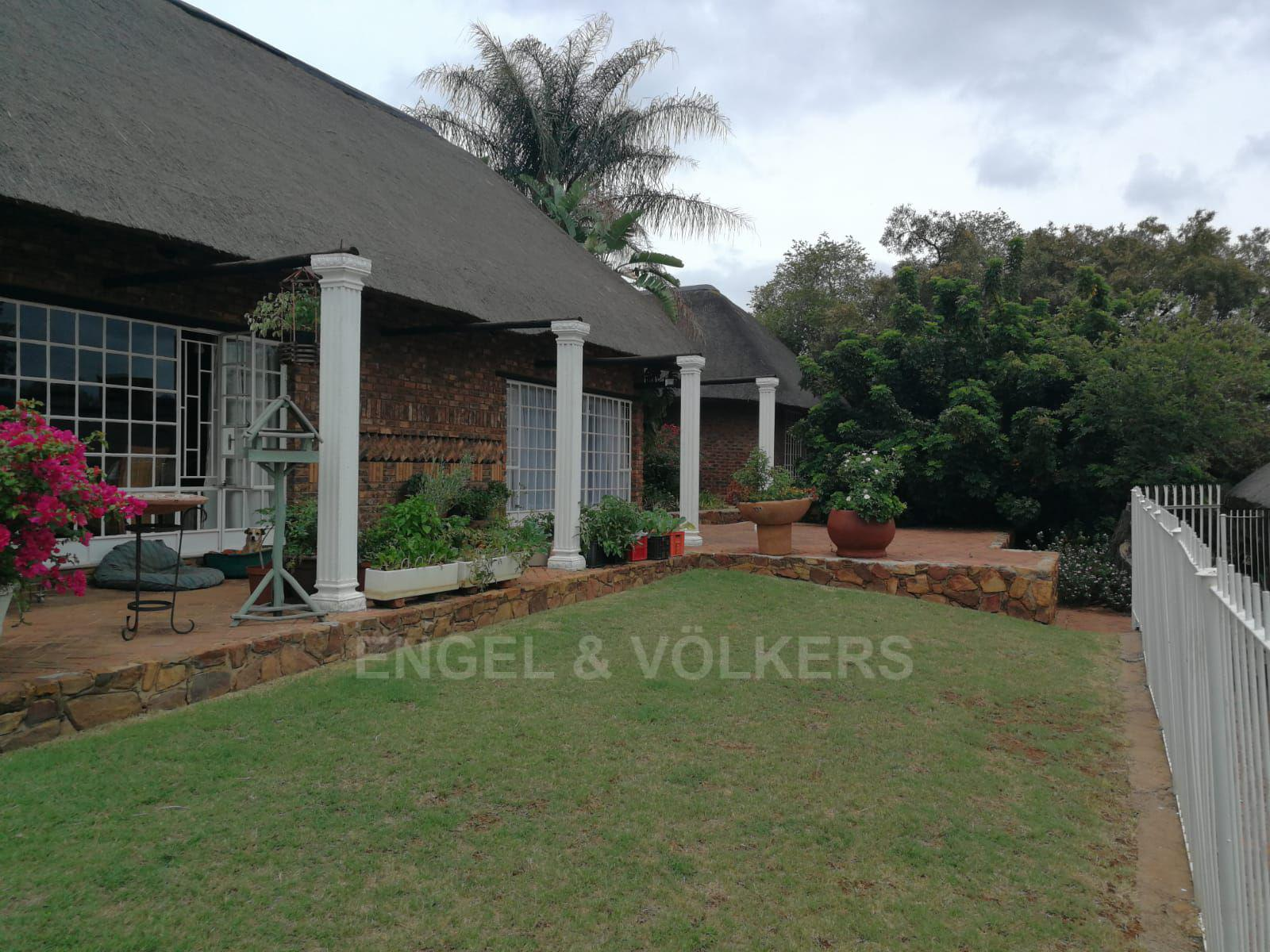 Land in Hartbeespoort Dam Area - Large farmhouse with established gardens