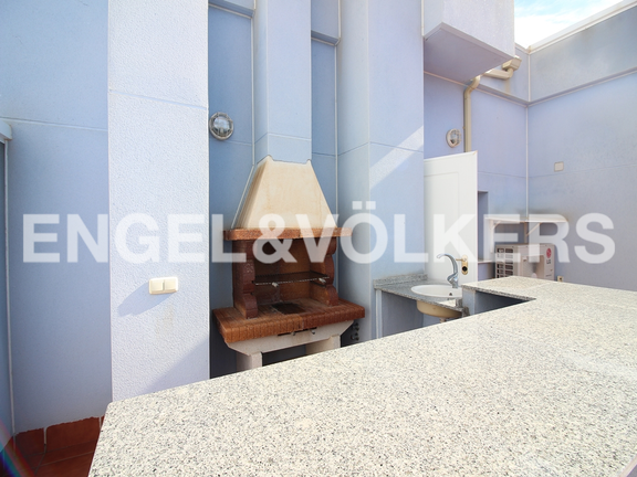 Condominium in Villajoyosa - Penthouse duplex with sea views in front of the beach. Barbecue