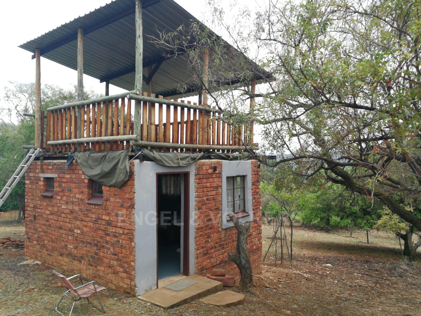 Land in Hartbeespoort Dam Area - Fun outside house and look out patio