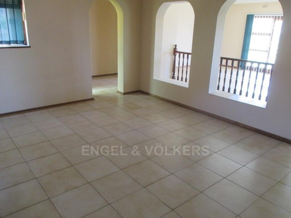 House in Uvongo - 004_Dining_Room_3.JPG