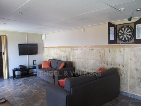 House in Ramsgate - 019 Entertainment Area