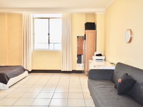 Apartment in City Centre - Living/bed