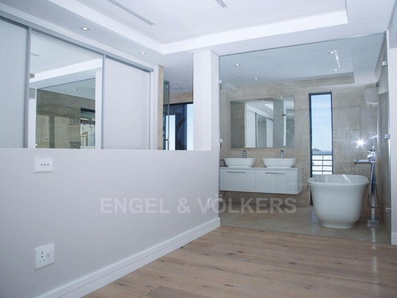 Condominium in Vredehoek - South Facing Bedroom 3 .jpg