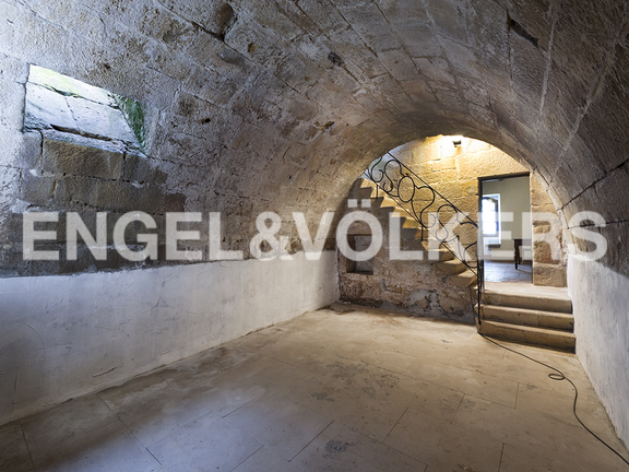 House in Hondarribia Norte - In the underground stays nowadays this beautiful domed room that has been restored.
