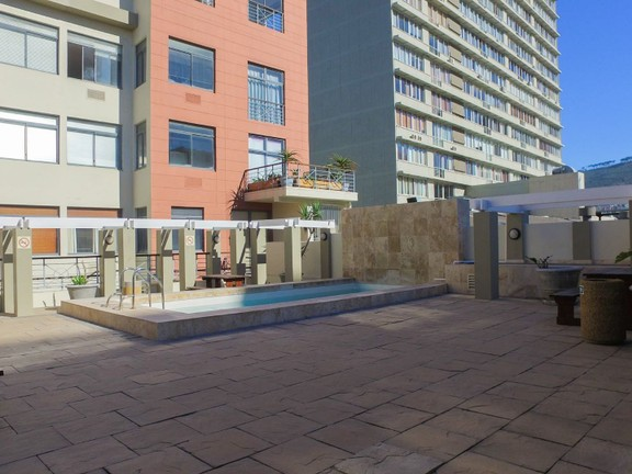 Apartment in City Centre - Building pool terrace
