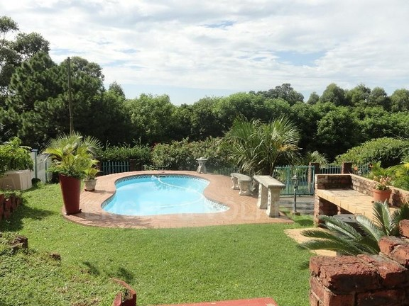 House in Uvongo - 025 Swimming Pool