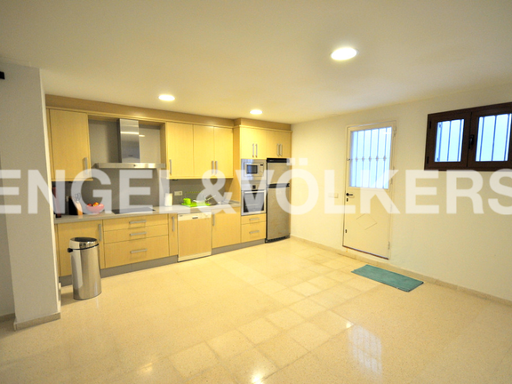 House in Beach Side Golden Mile - Kitchen Basement