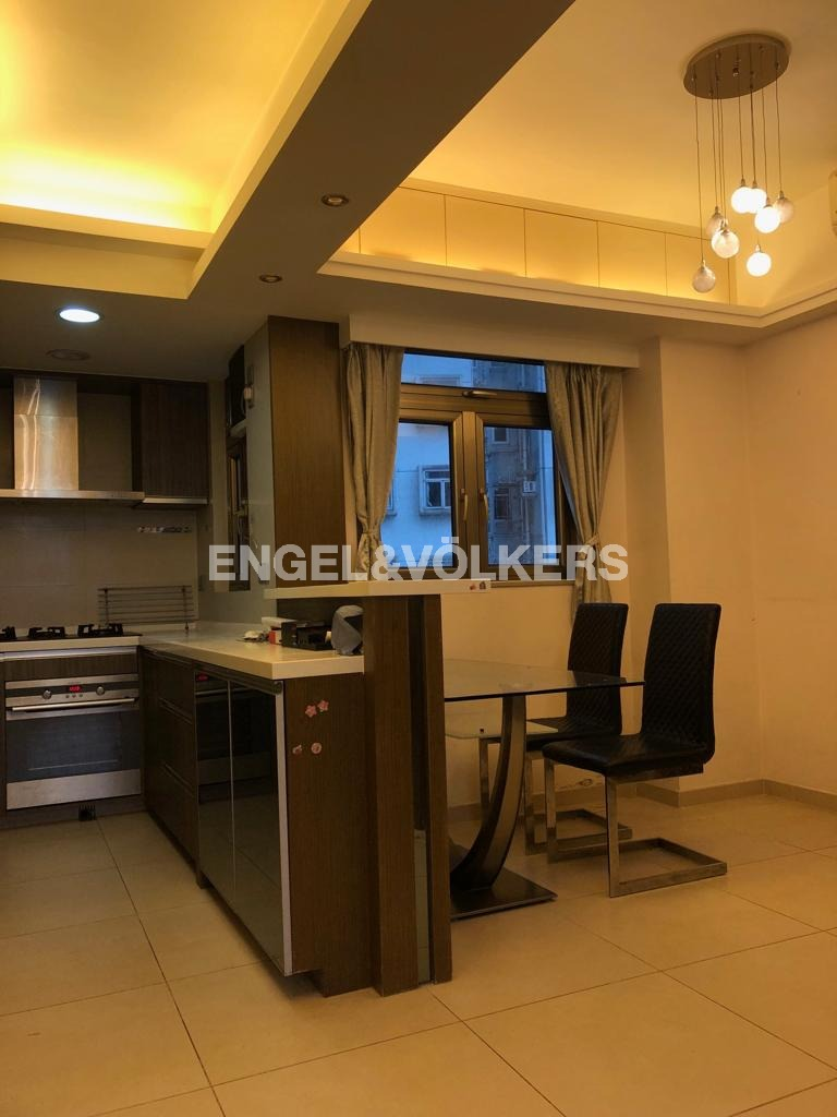 Apartment in Mid Level Central - CARAVAN COURT 嘉年華閣
